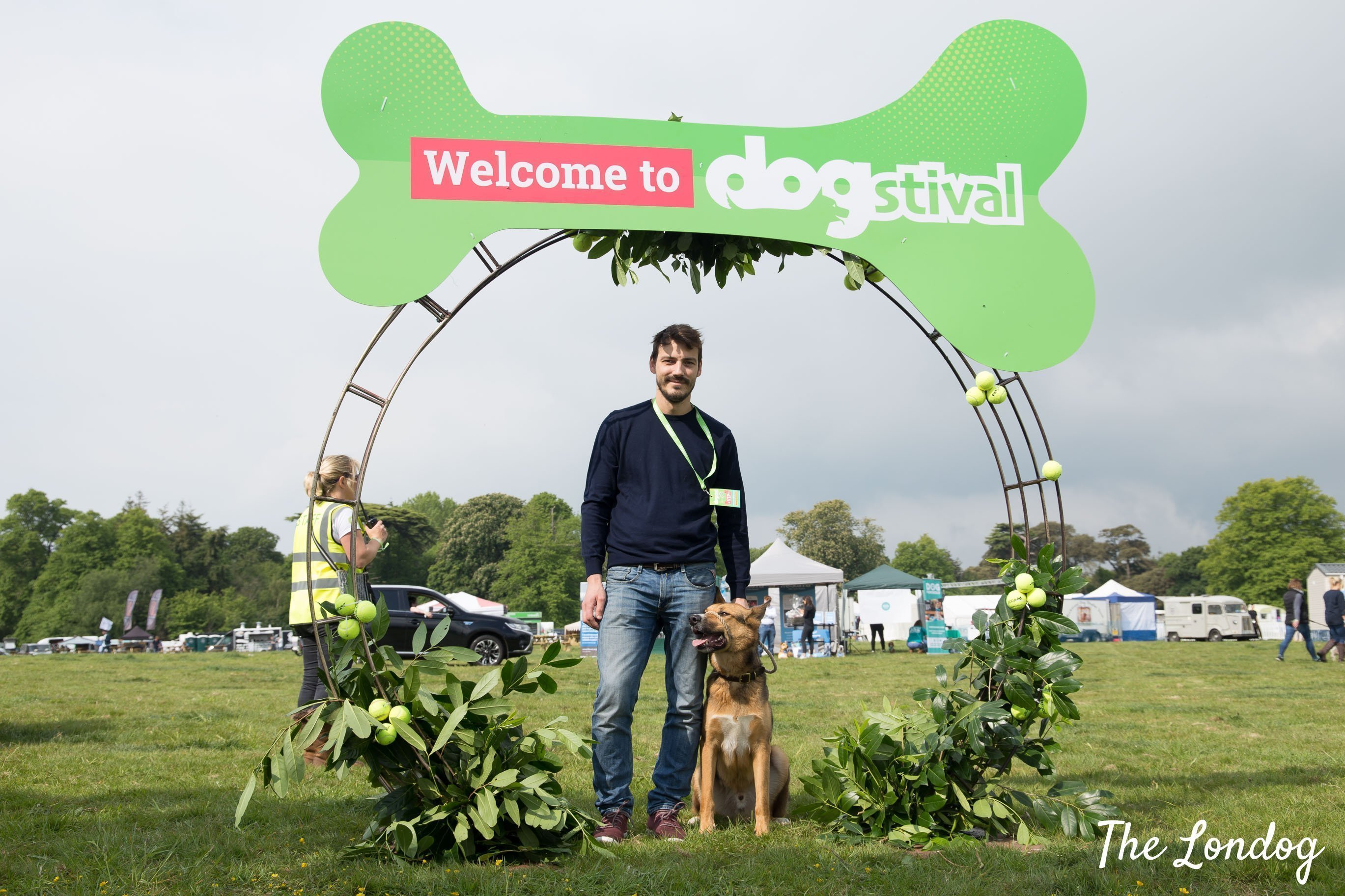 Dog under the entrance arch of the Dogstival